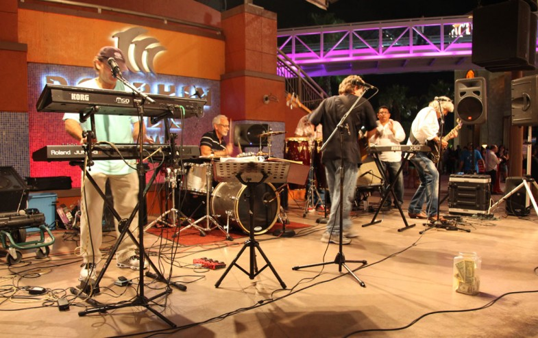Carlos Segura as guest drummer at Dolphin Mall